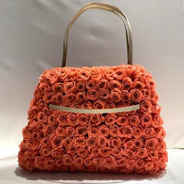 Rosentasche aus apricot-farbenen Blütenköpfen
