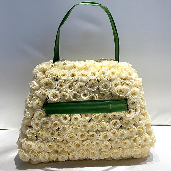 Rosentasche in Creme mit grünen Schlaufen