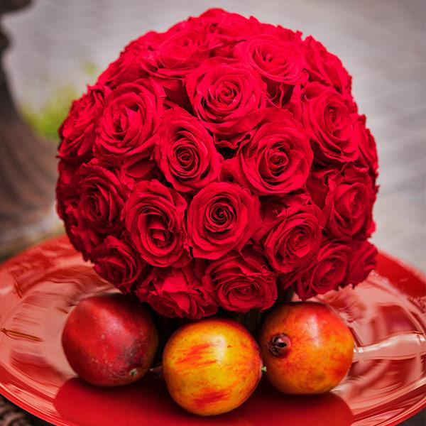 Rosenball in Rot